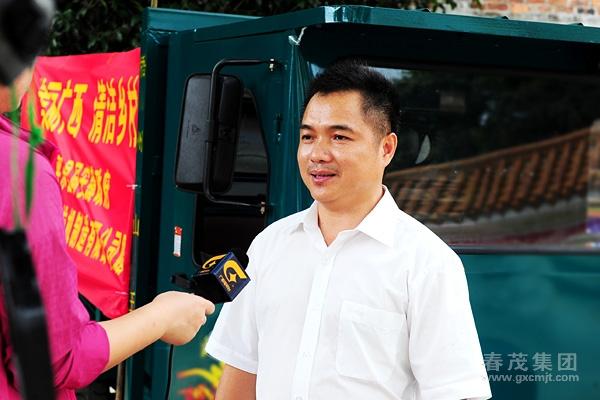图片展示   汽牛公司向平乐县同安镇捐赠方向盘拖拉机1台